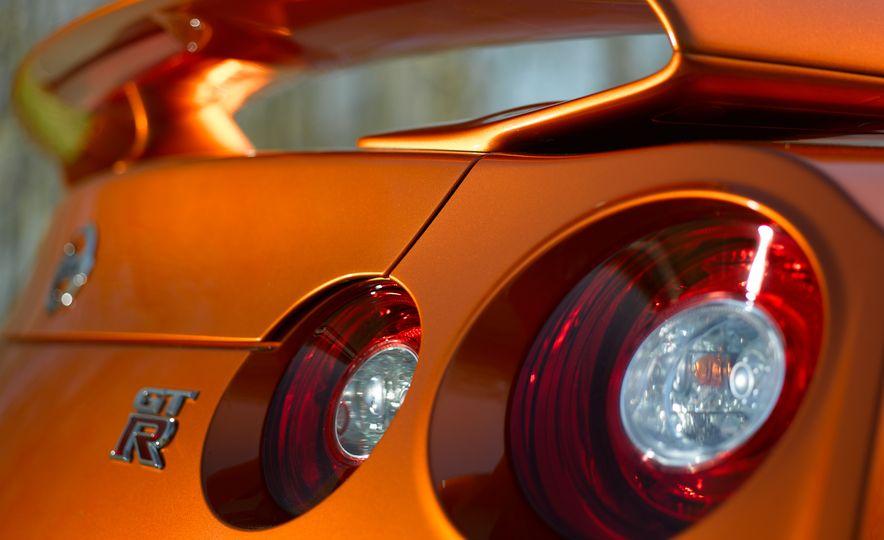 2017 Nissan GT-R - Slide 41