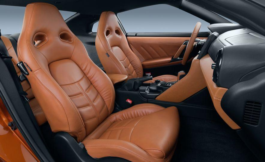 2017 Nissan GT-R - Slide 43