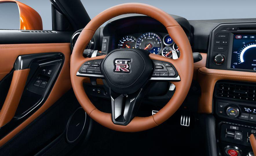 2017 Nissan GT-R - Slide 47