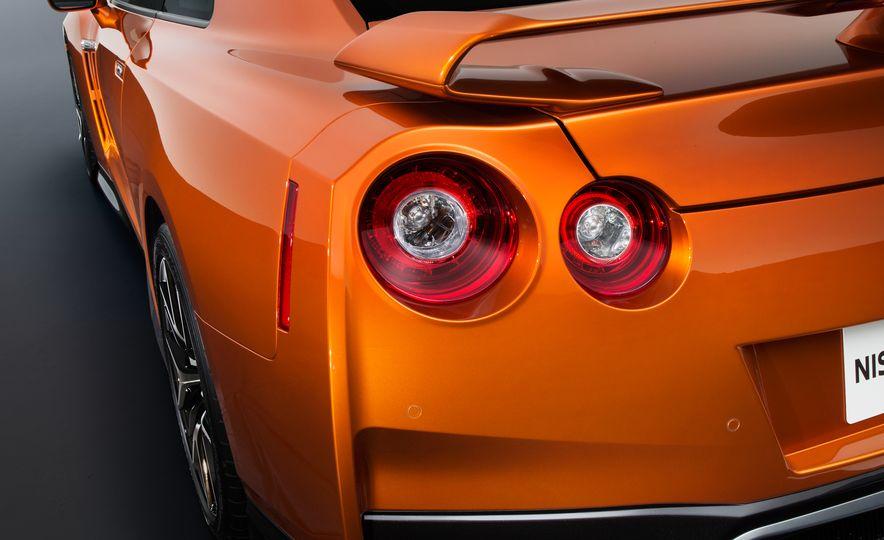 2017 Nissan GT-R - Slide 61
