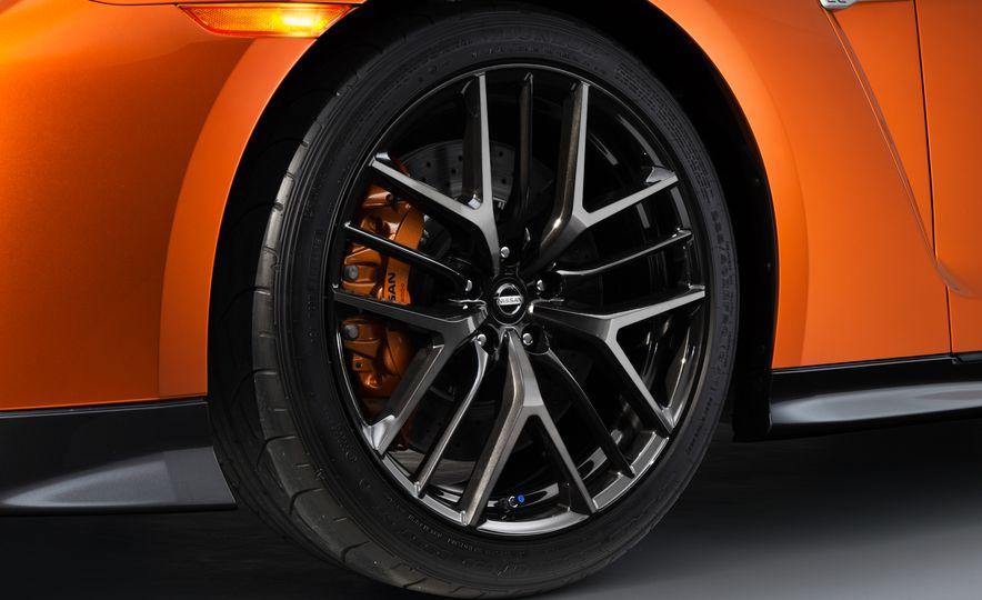 2017 Nissan GT-R - Slide 62