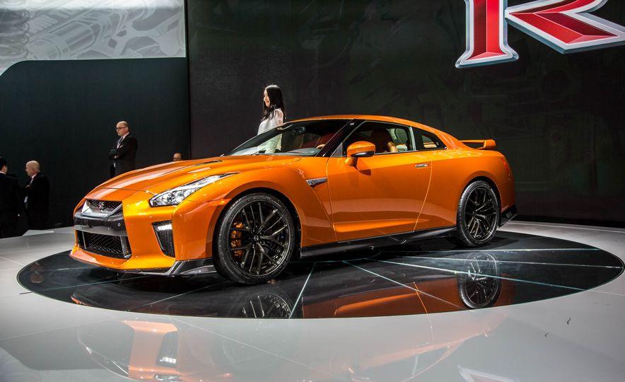 2017 Nissan GT-R - Slide 2
