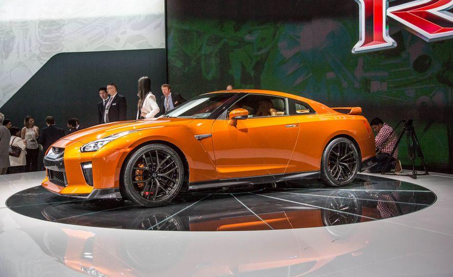 2017 Nissan GT-R - Slide 3
