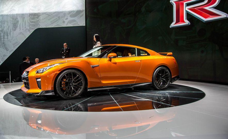 2017 Nissan GT-R - Slide 4