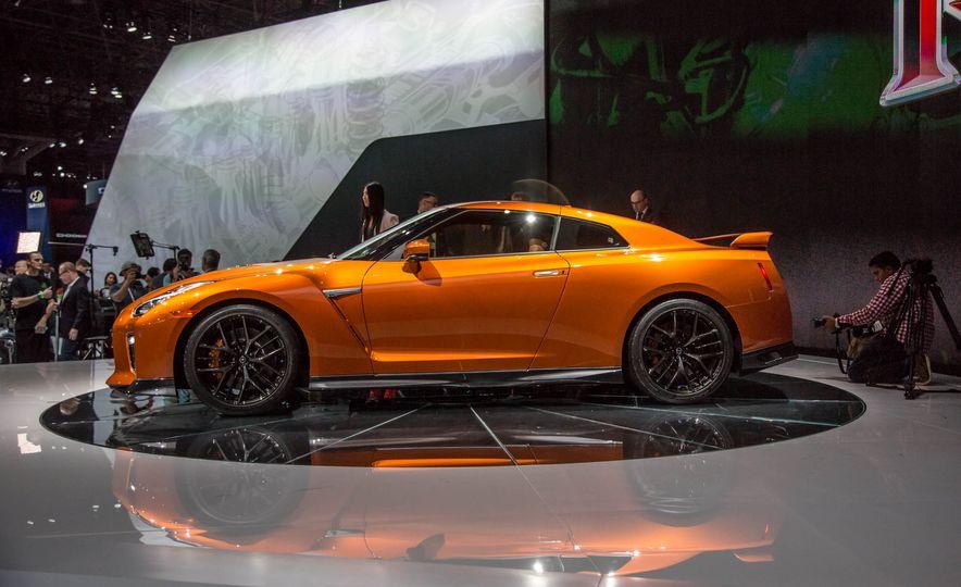 2017 Nissan GT-R - Slide 5