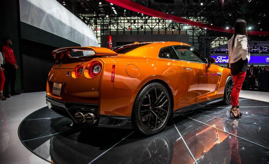 2017 Nissan GT-R - Slide 7