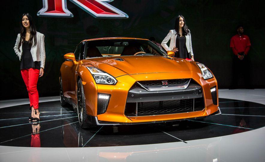 2017 Nissan GT-R - Slide 9