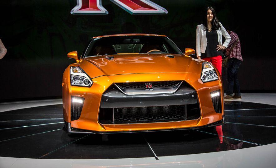 2017 Nissan GT-R - Slide 10