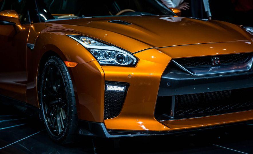 2017 Nissan GT-R - Slide 13