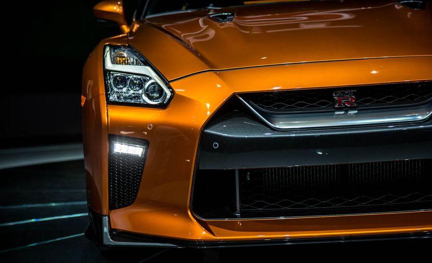 2017 Nissan GT-R - Slide 14