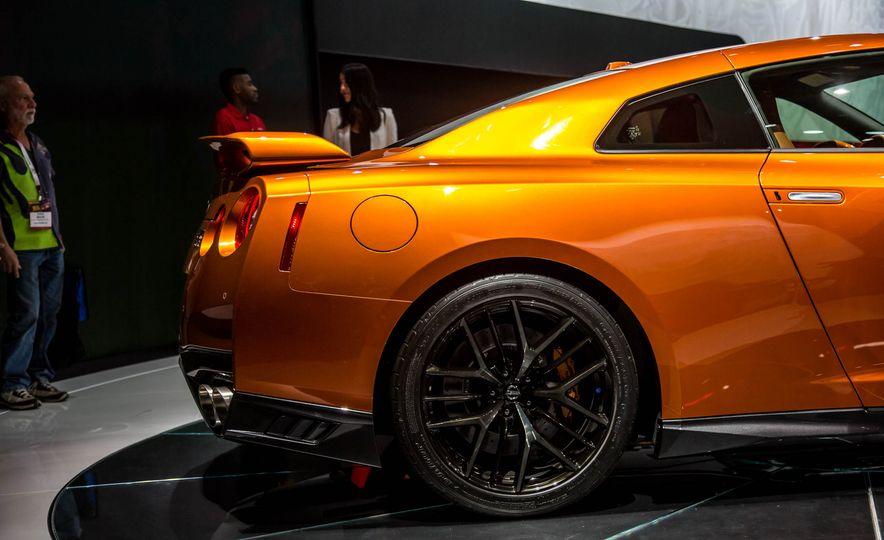 2017 Nissan GT-R - Slide 15