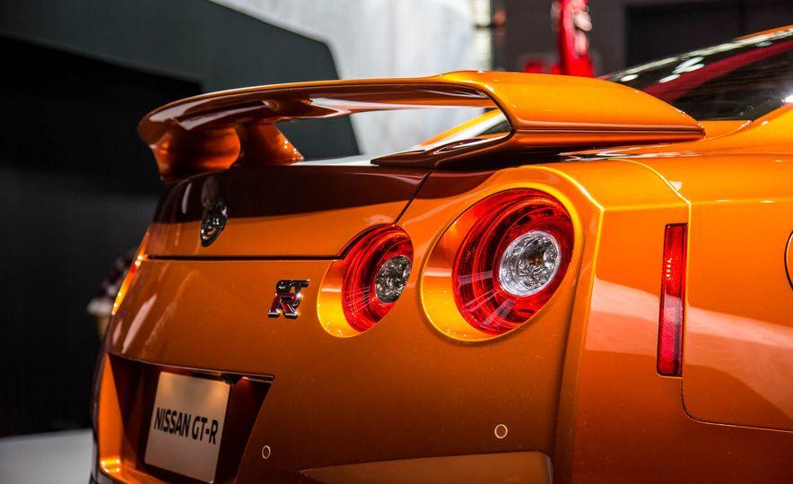 2017 Nissan GT-R - Slide 17
