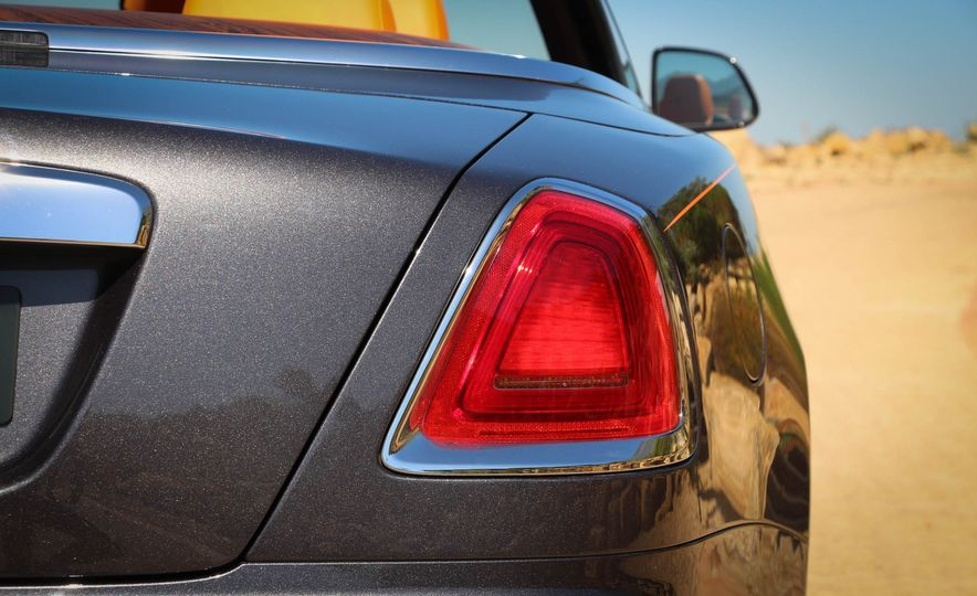 2016 Rolls-Royce Dawn - Slide 42
