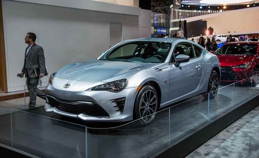2017 Toyota 86 - Slide 2