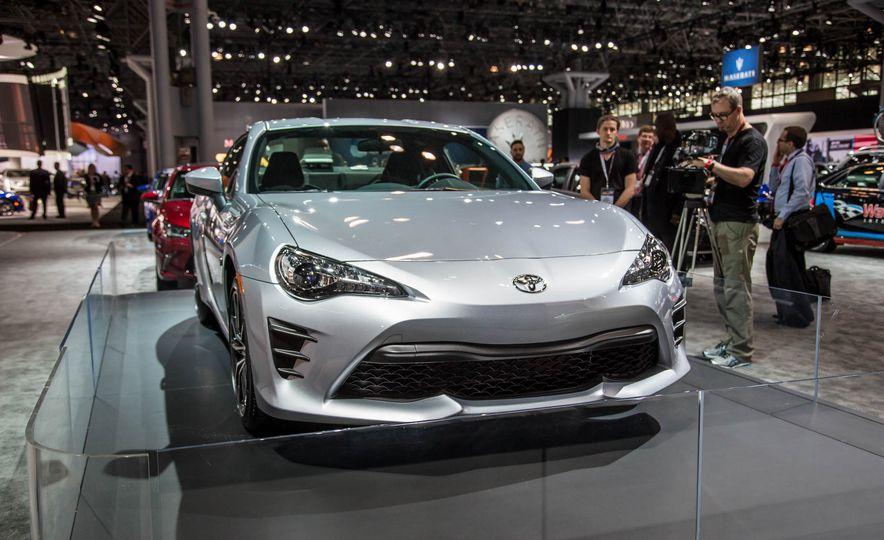 2017 Toyota 86 - Slide 3
