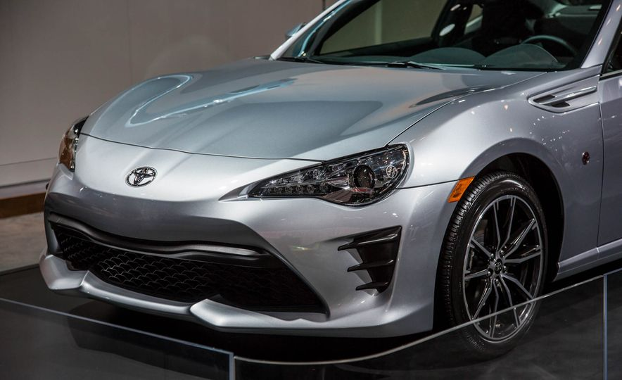 2017 Toyota 86 - Slide 9