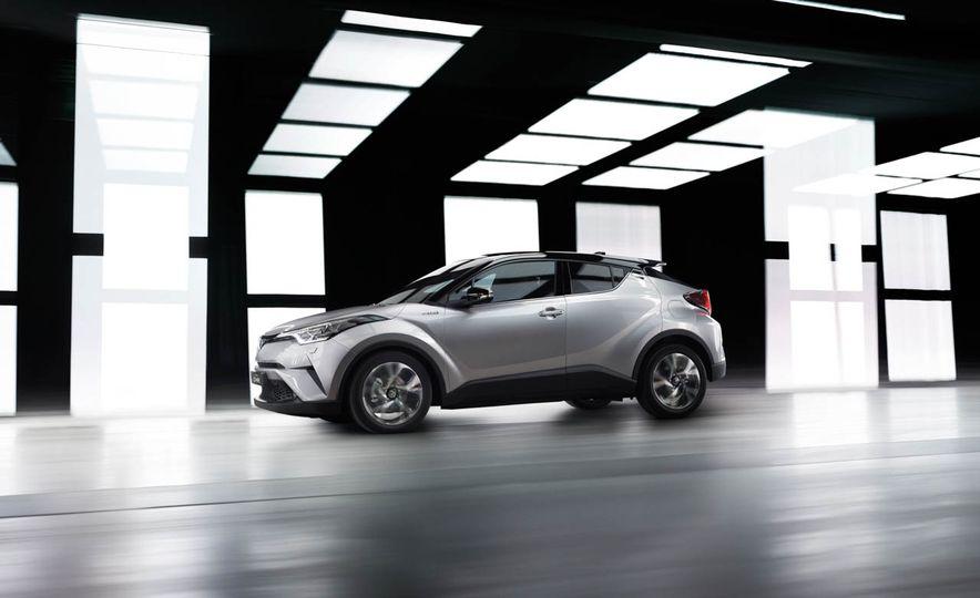 2017 Toyota C-HR - Slide 19