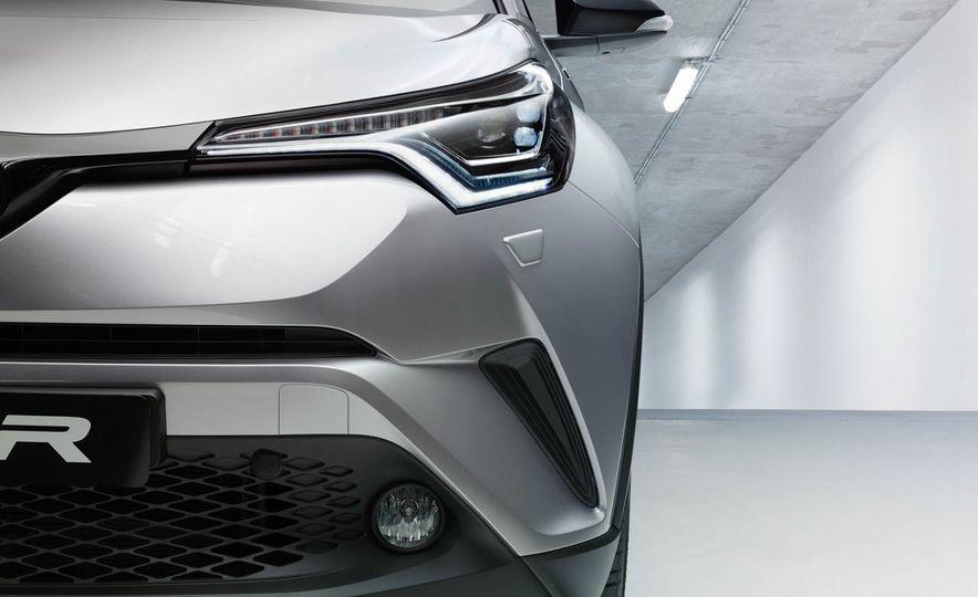 2017 Toyota C-HR - Slide 25