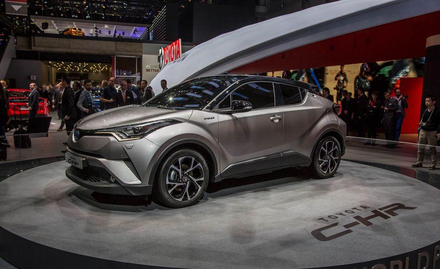2017 Toyota C-HR - Slide 3