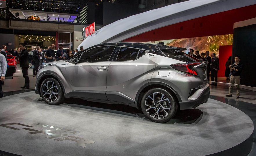 2017 Toyota C-HR - Slide 4