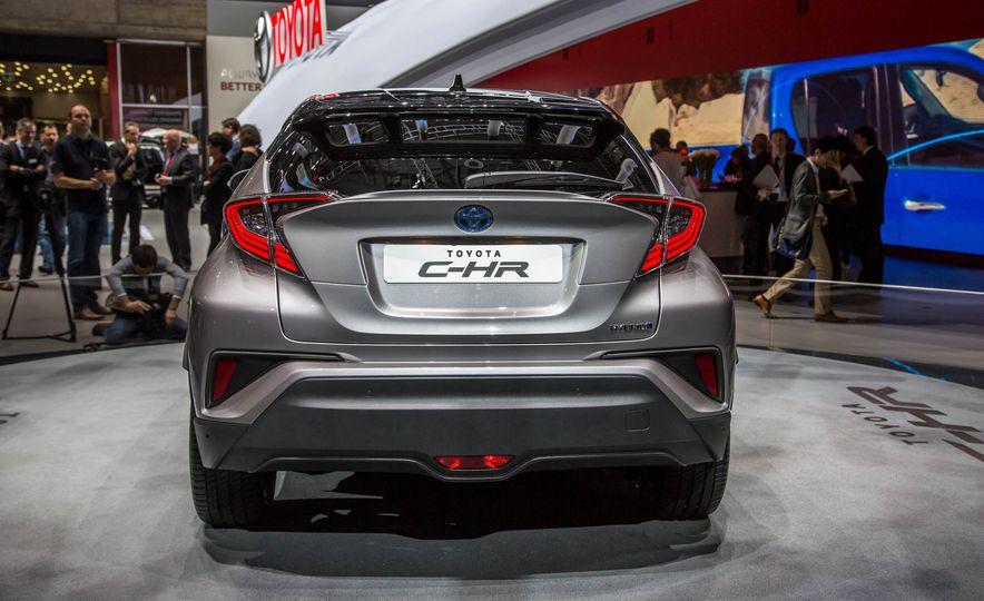 2017 Toyota C-HR - Slide 6