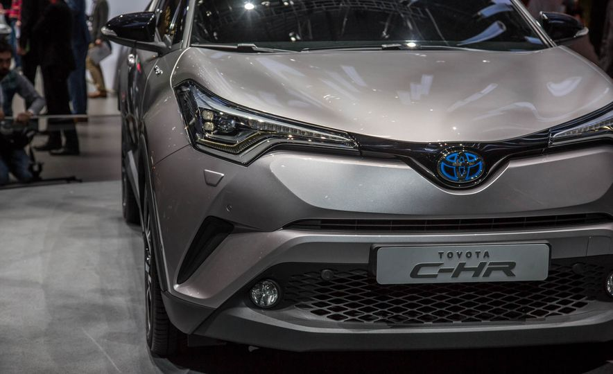 2017 Toyota C-HR - Slide 10