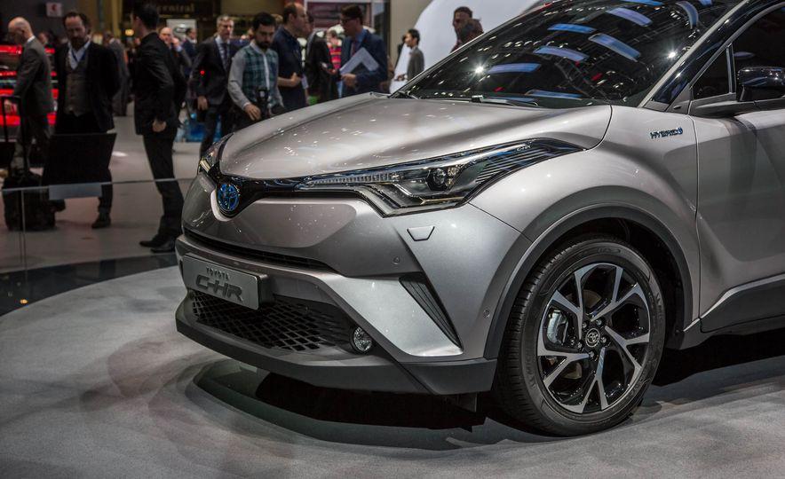 2017 Toyota C-HR - Slide 11