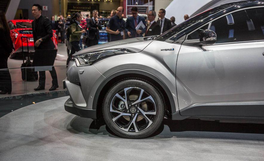 2017 Toyota C-HR - Slide 12
