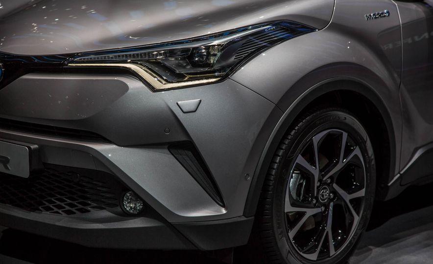 2017 Toyota C-HR - Slide 13