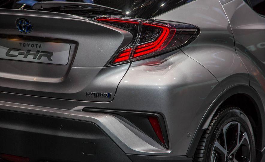 2017 Toyota C-HR - Slide 17