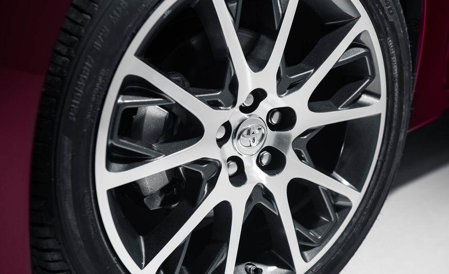 2017 Toyota Corolla 50th Anniversary Edition - Slide 7