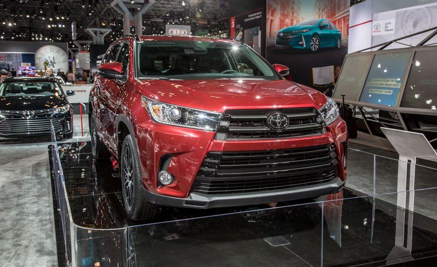 2017 Toyota Highlander - Slide 1