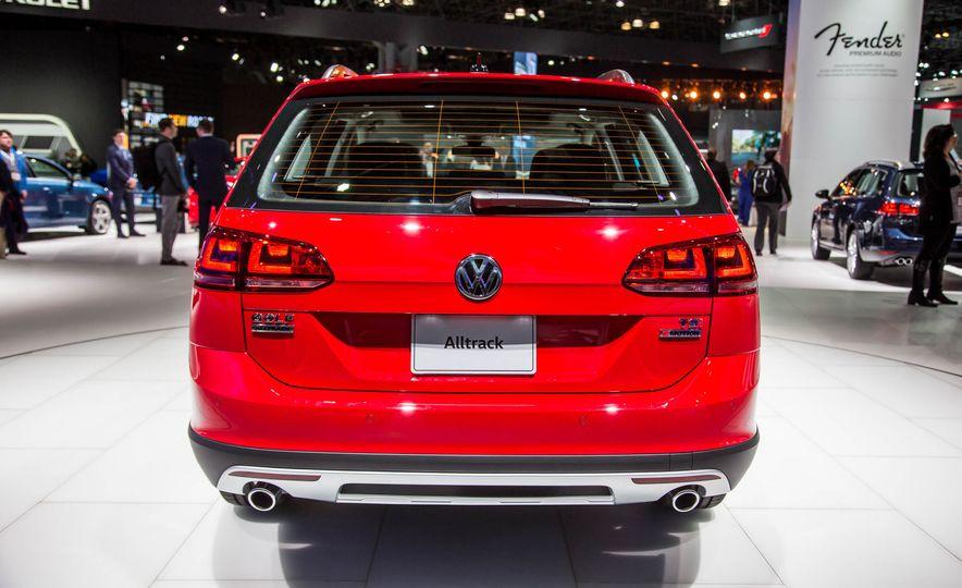 2017 Volkswagen Golf Alltrack - Slide 5