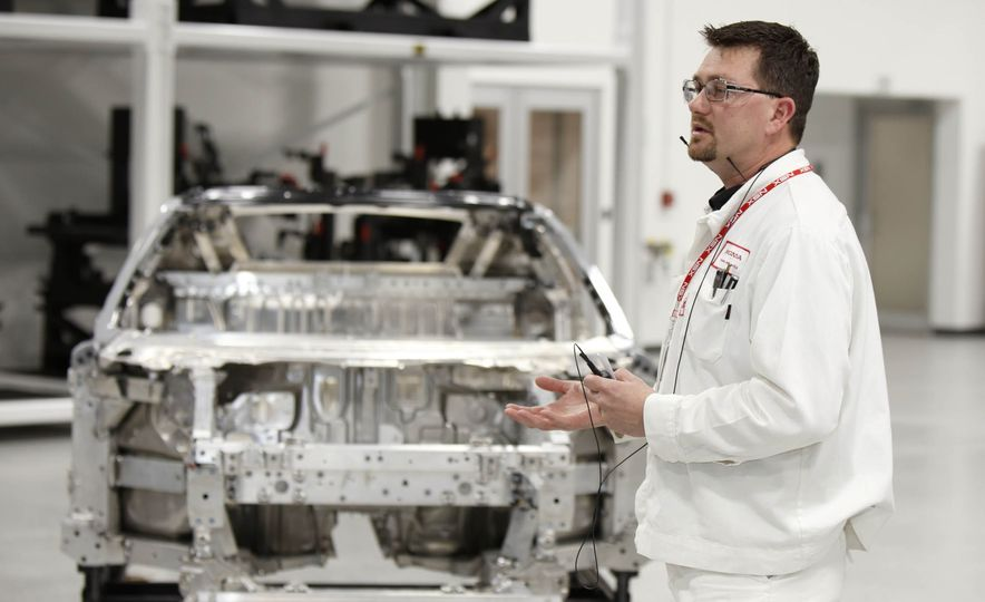 Acura NSX factory tour - Slide 17