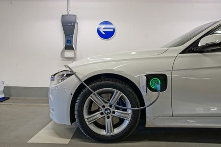 At BMW, the Hybrid Future Prevails