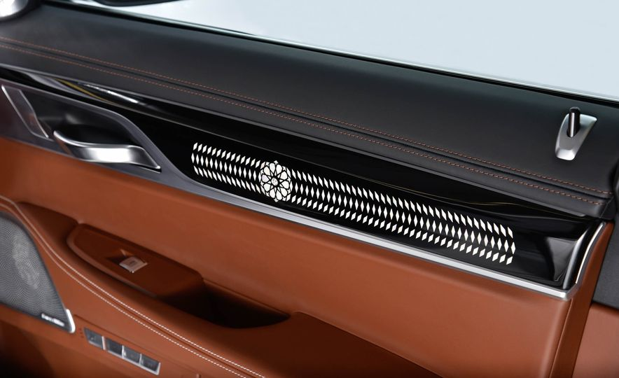 BMW 750Li xDrive Solitaire Edition - Slide 8
