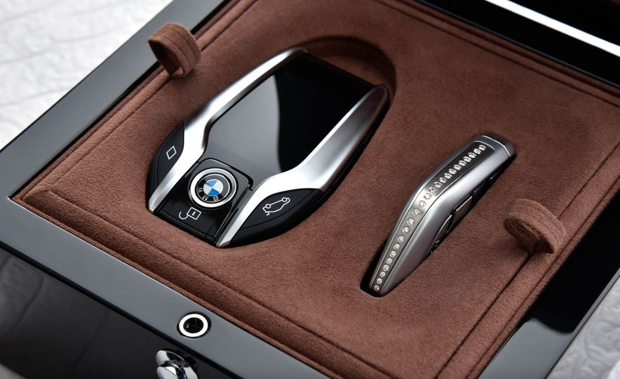 BMW 750Li xDrive Solitaire Edition - Slide 29