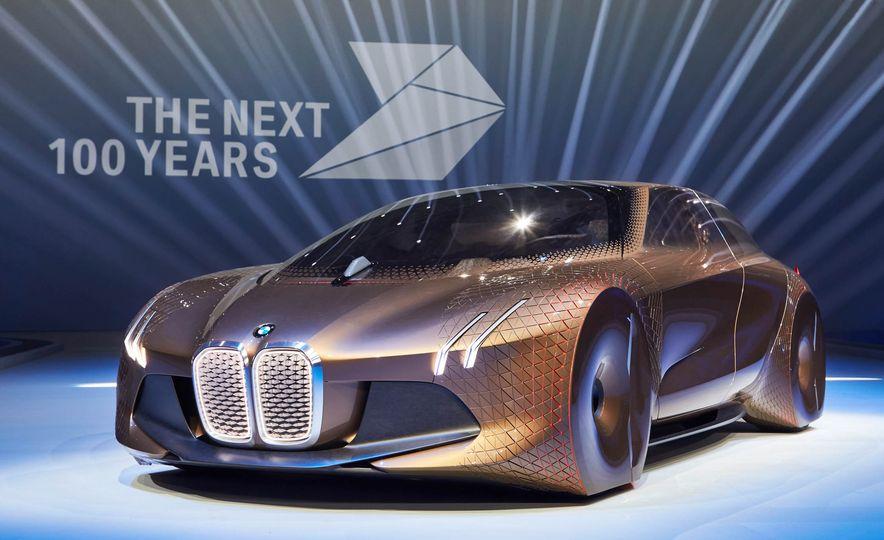 BMW Vision Next 100 concept - Slide 2