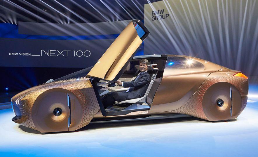 BMW Vision Next 100 concept - Slide 3