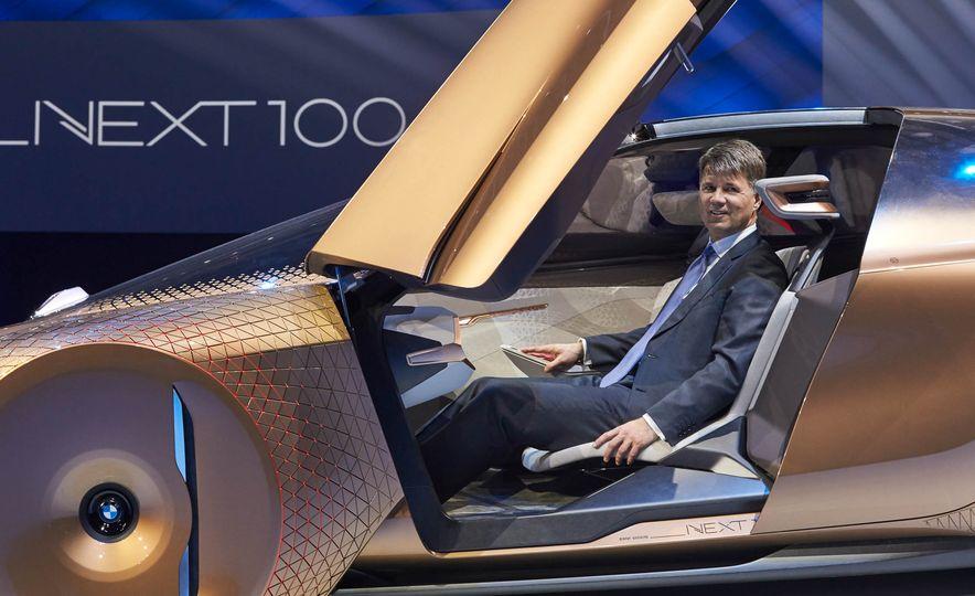 BMW Vision Next 100 concept - Slide 4