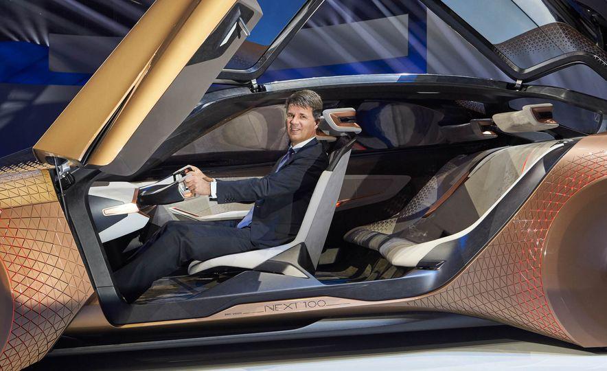 BMW Vision Next 100 concept - Slide 5