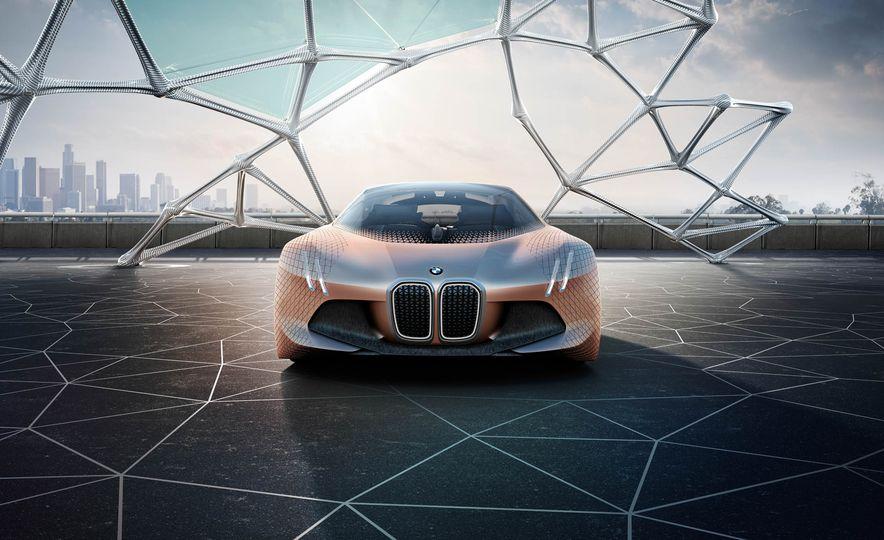 BMW Vision Next 100 concept - Slide 6