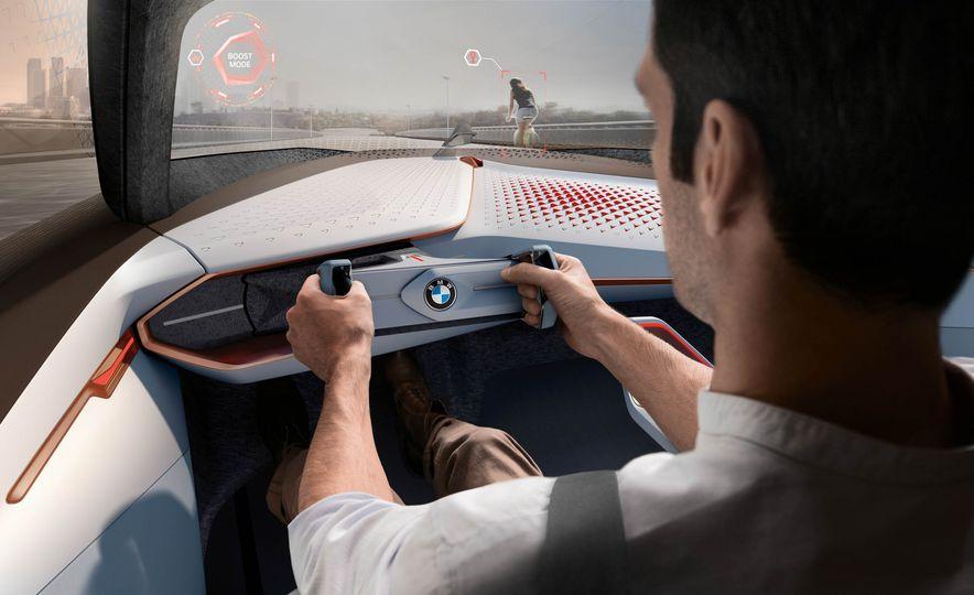 BMW Vision Next 100 concept - Slide 10
