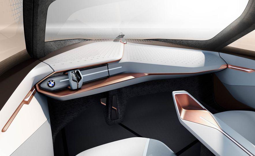 BMW Vision Next 100 concept - Slide 11