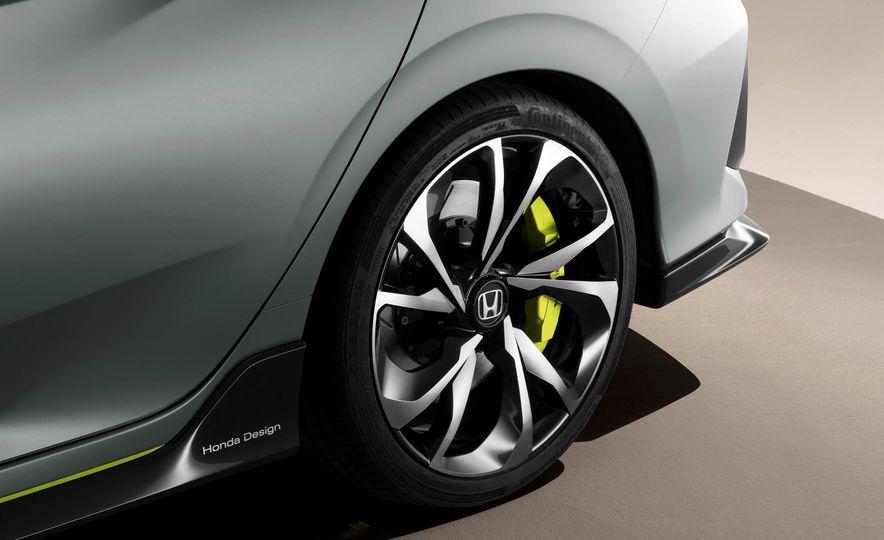 2017 Honda Civic Hatchback Prototype - Slide 32