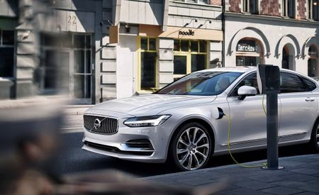 Volvo Calls on Industry to Adopt Single EV Charging Standard