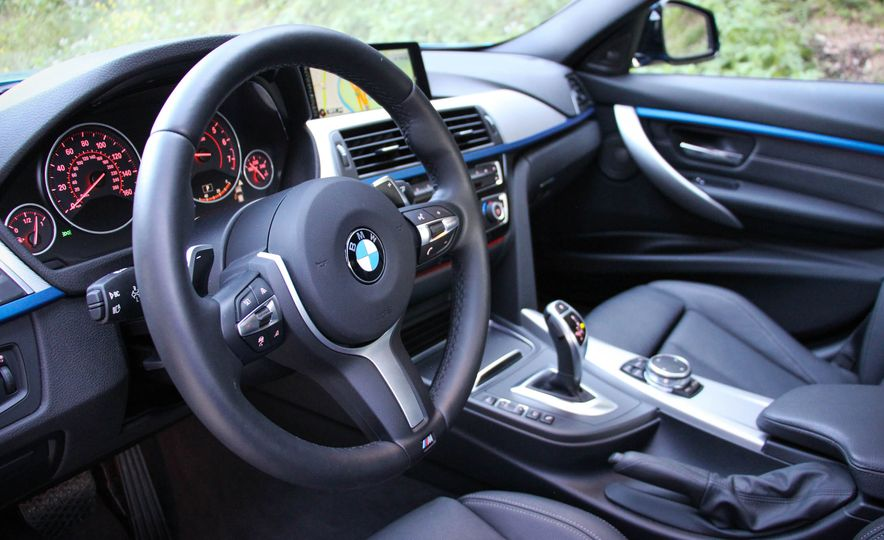 2016 BMW 328i xDrive - Slide 25
