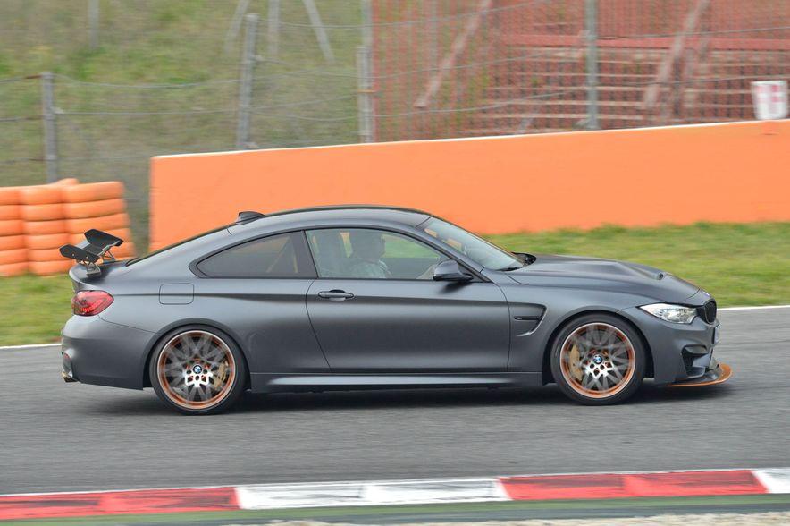2016 BMW M4 GTS - Slide 11