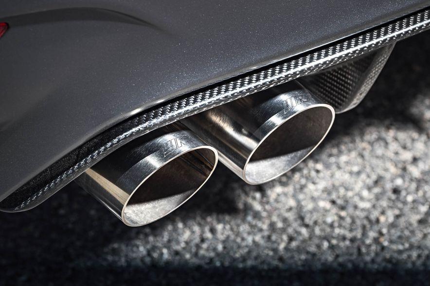 2016 BMW M4 GTS - Slide 60