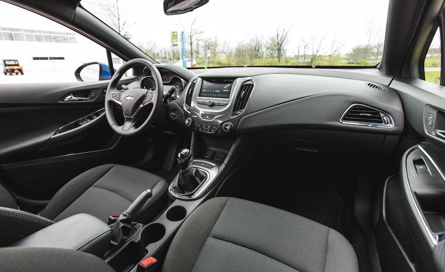 2016 Chevrolet Cruze LT - Slide 26